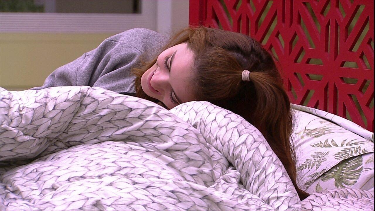 Kaysar convida Ana Clara: 'Deita aqui'