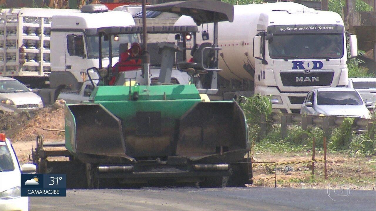 Obras na BR-101 causam engarrafamentos e transtorno no Recife