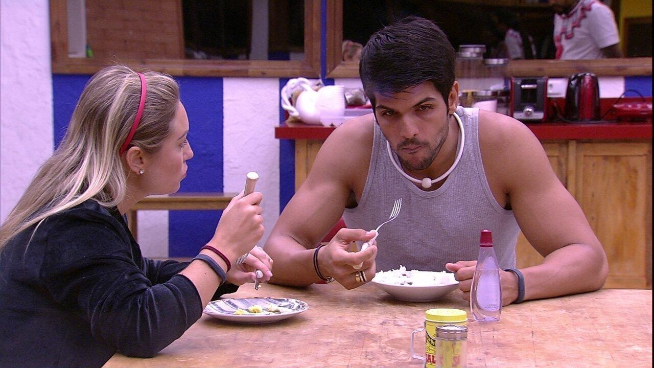 Lucas comenta com Jéssica: 'Não tem ninguém pra me dar o Anjo'