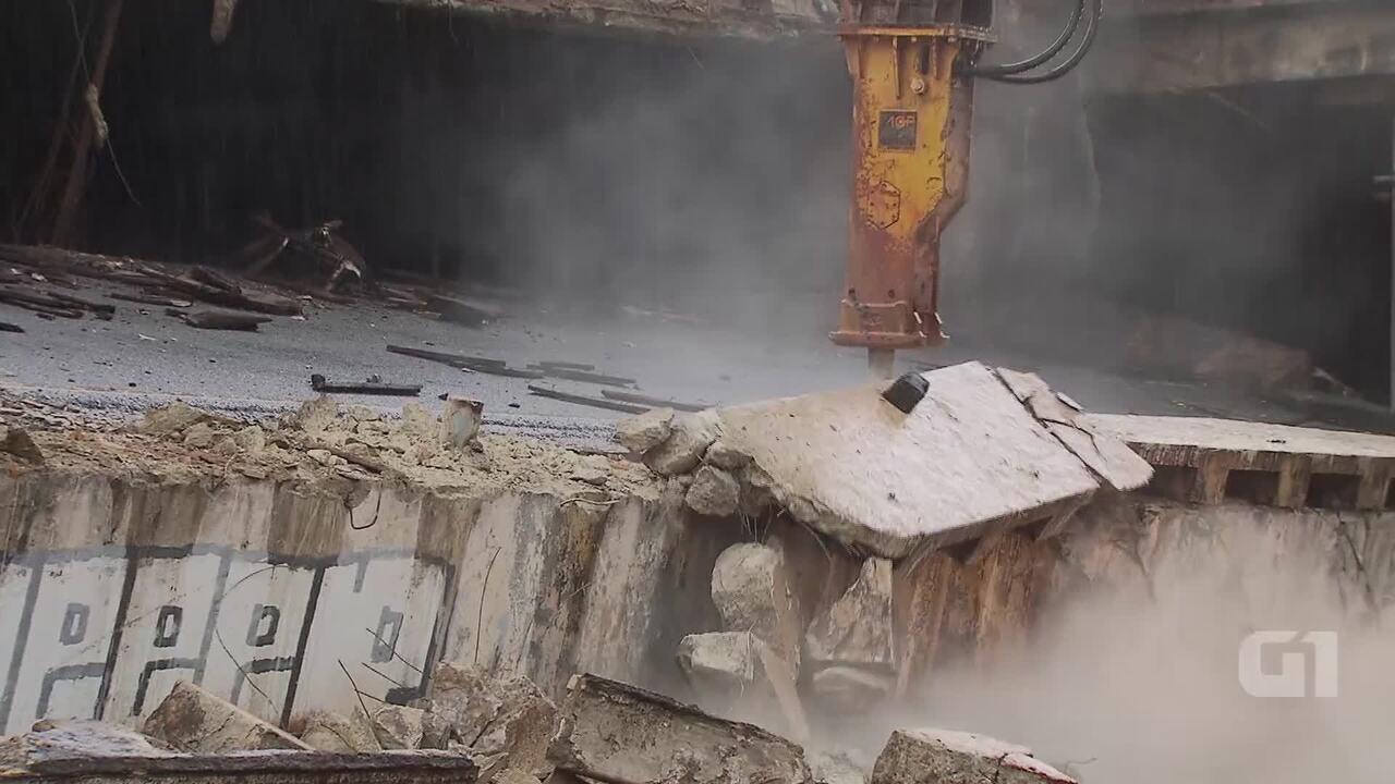 Desabamento no Eixão: bloco de concreto começa a ser demolido