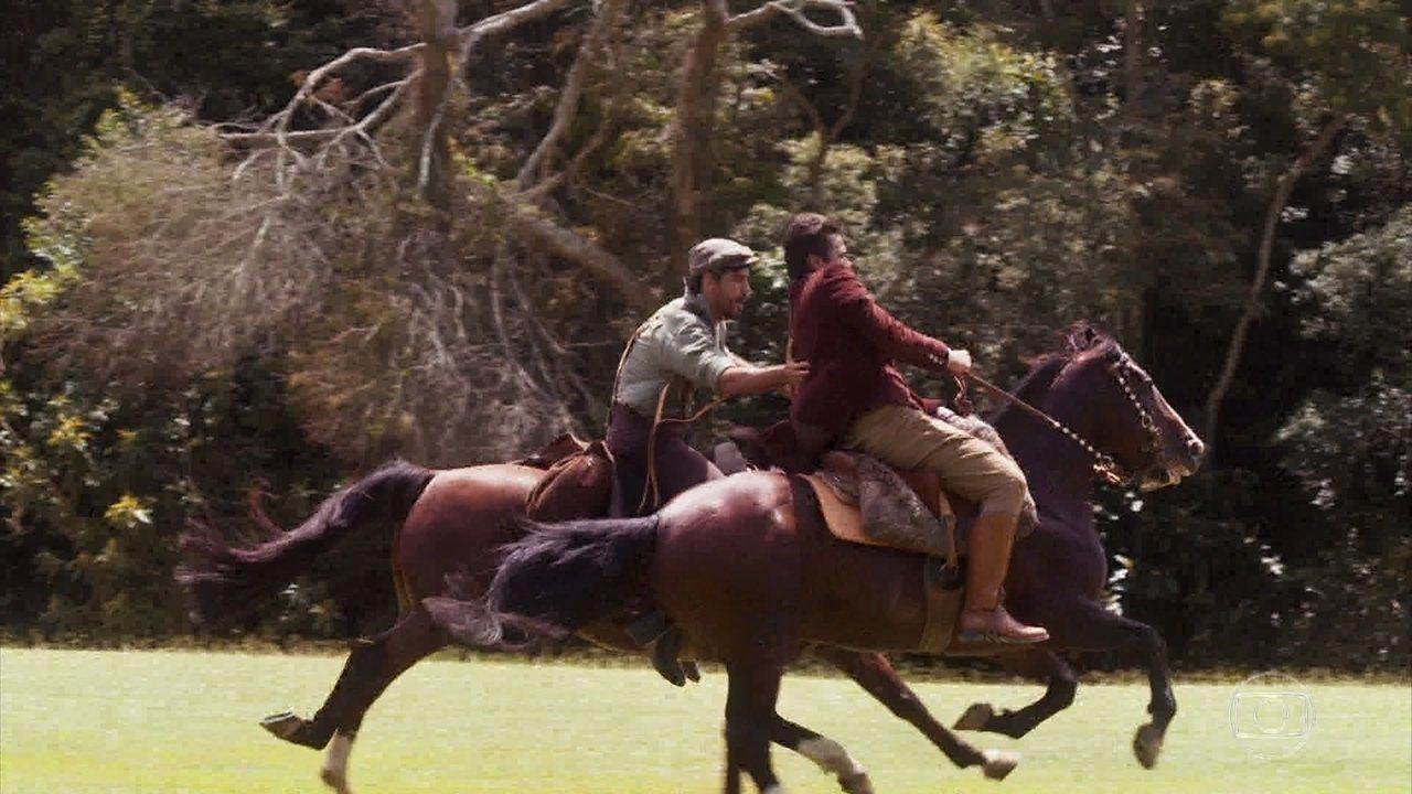 Inácio vê Vicente em apuros durante a montaria
