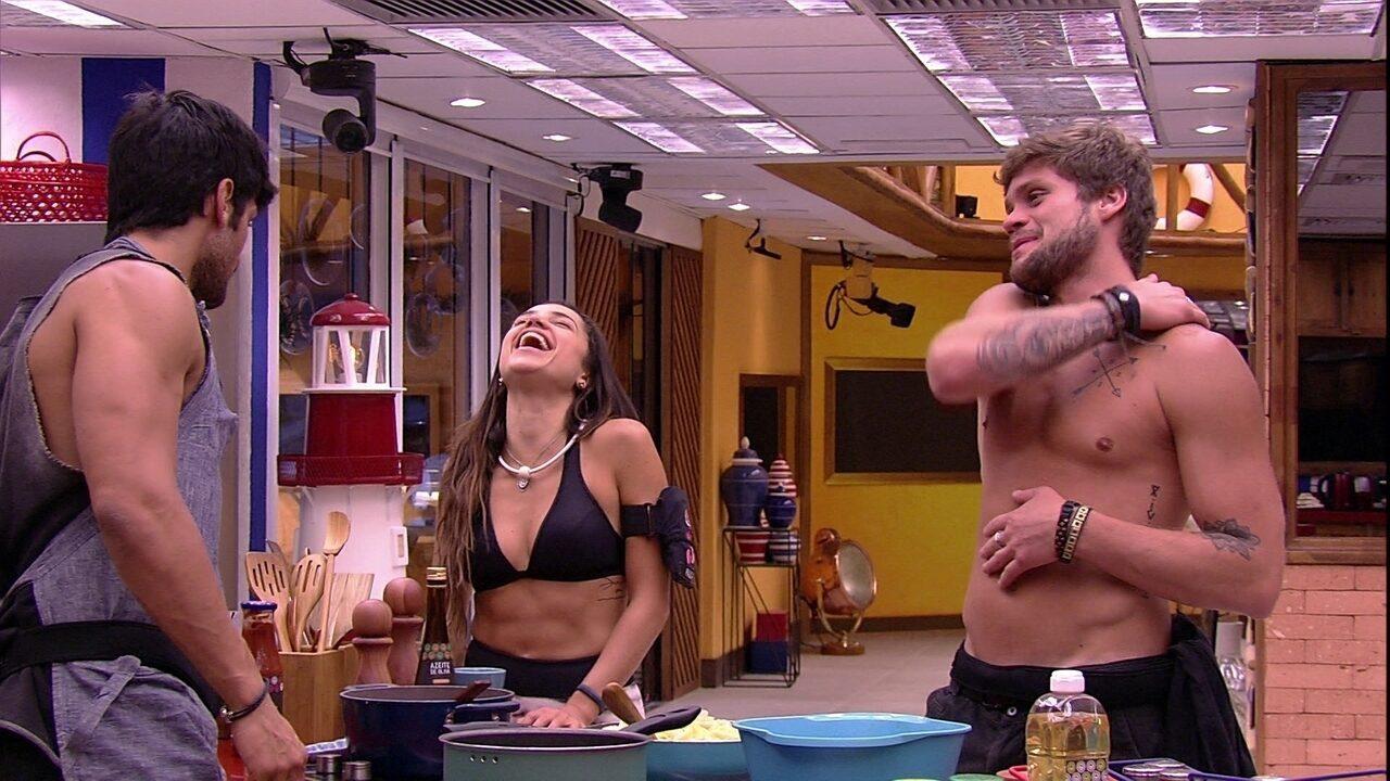 Breno fala que está gordo e Paula diz: 'Não gosto de homem sarado, gosto de homem gostoso'