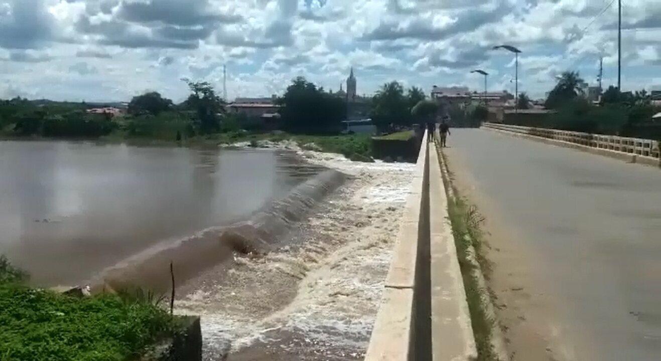 Rio Salgado tem cheia e manda água para o Castanhão, maior açude do Ceará
