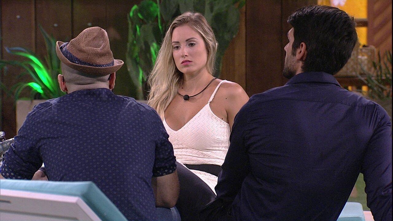Mahmoud diz que Jéssica está linda e Lucas concorda: 'Muito'