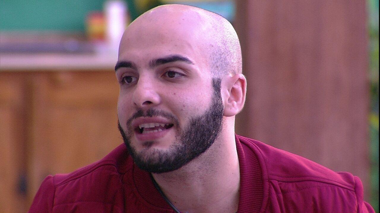 Mahmoud critica atitude de Caruso e brother concorda: 'Soou para mim como falsidade'