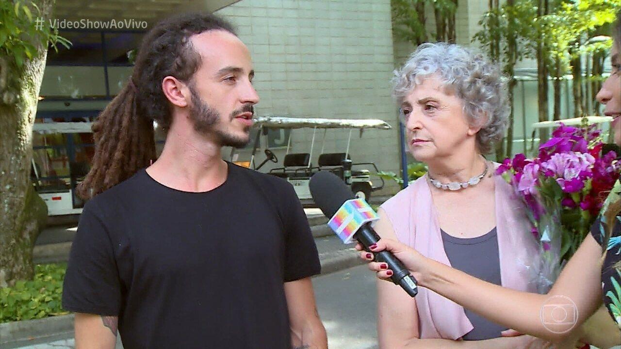 Ana Lucia Torre é surpreendido pelo filho Pedro nos Estúdios Globo