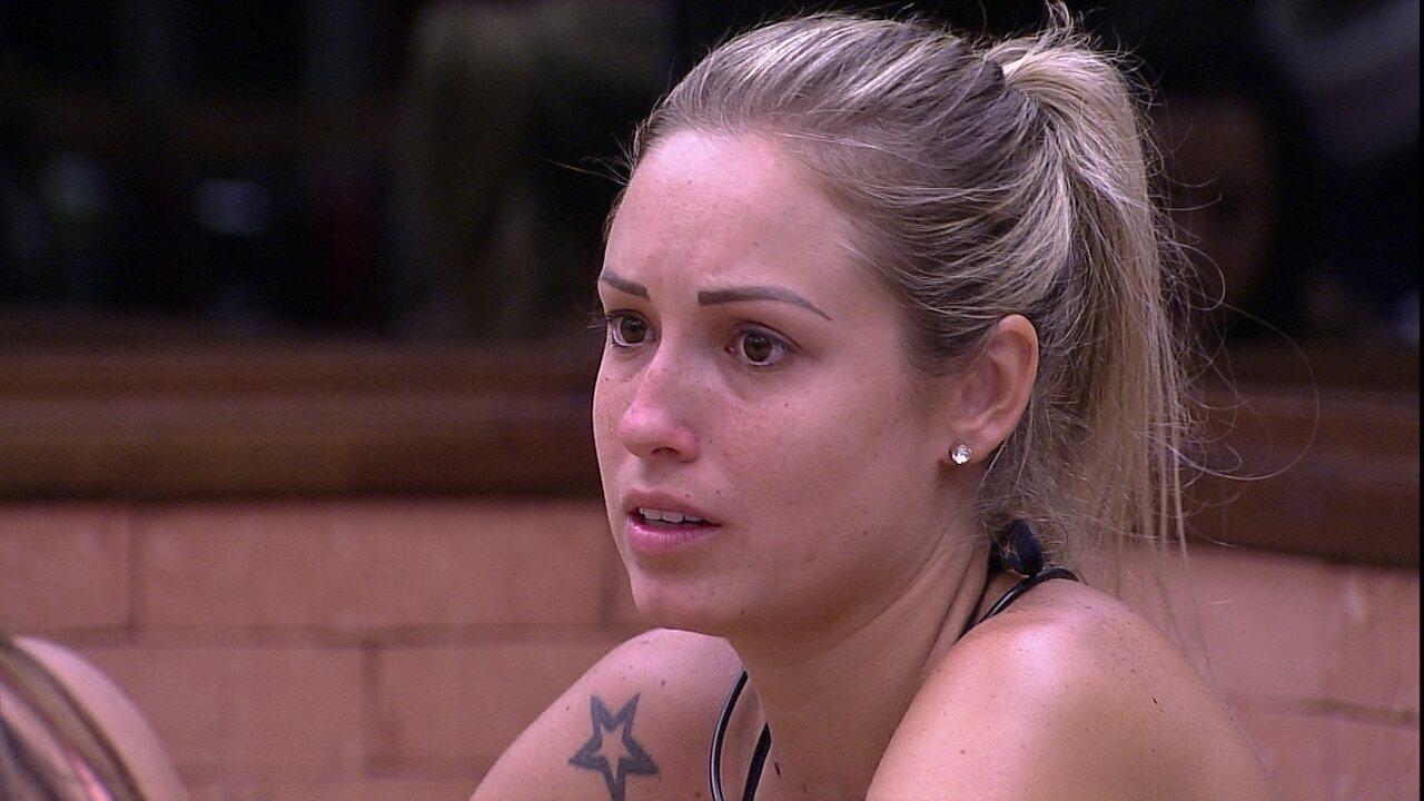 Jéssica comenta para sisters: 'Falta uma voz'