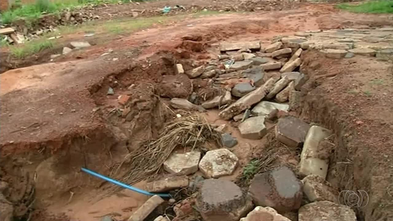 Erosão danifica rede de drenagem e avança sobre casas em setor de Araguaína