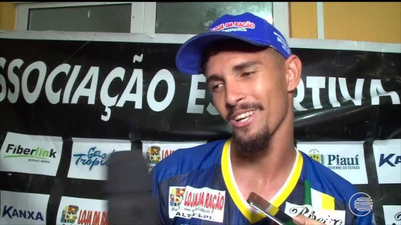 Altos vence o Flamengo-PI e Manoel faz 3 gols e pede música