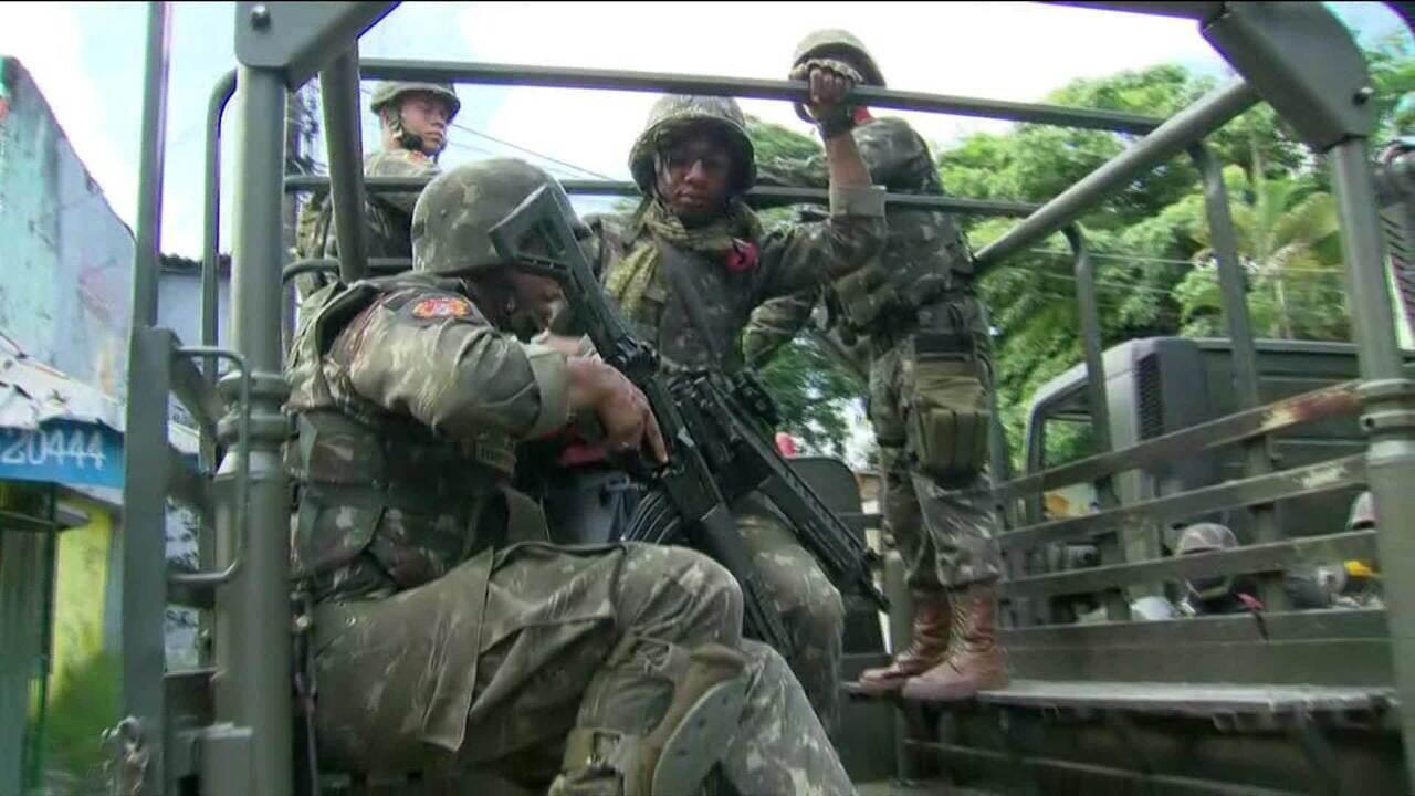 Forças Armadas de Segurança realizam operação na Vila Kennedy