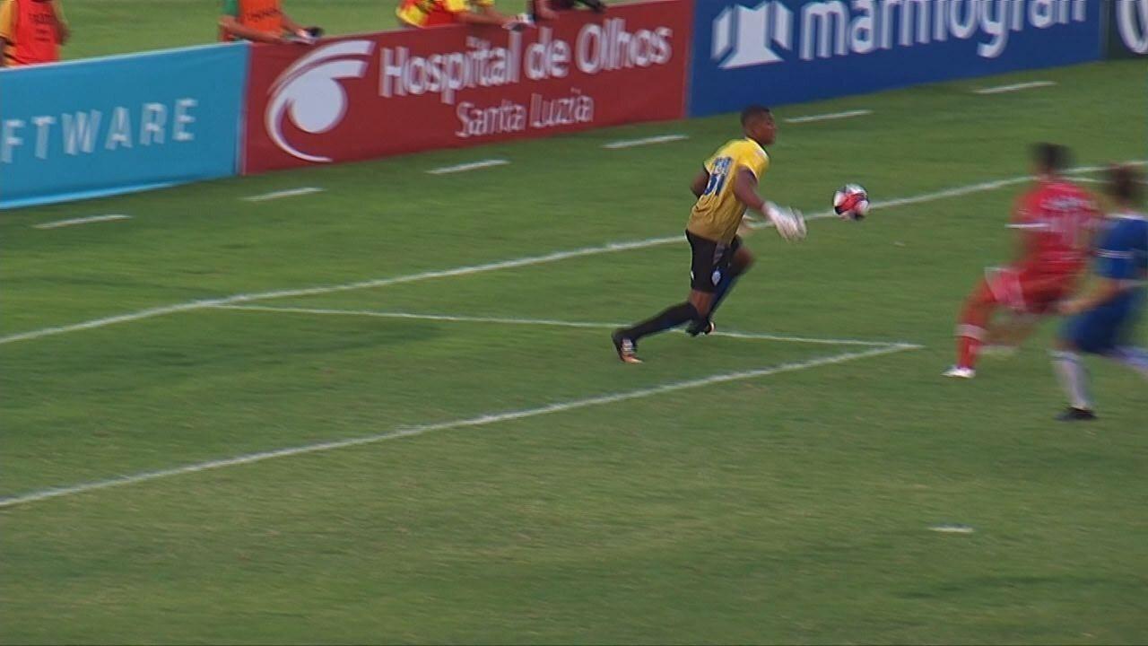 Gol do CRB! Aos 35 do 1T, Juninho Potiguar marcou após a falha de Mota