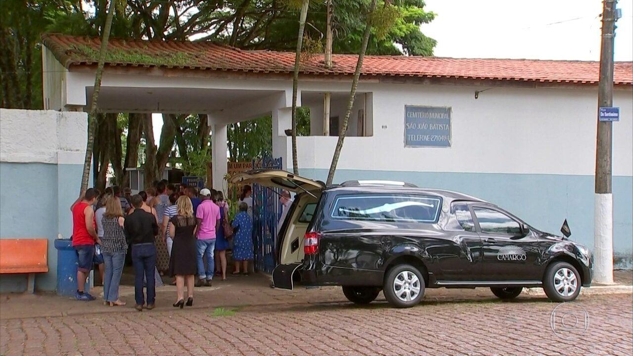 Corpo da menina Emanuely, de 5 anos, é enterrado em Itapetininga