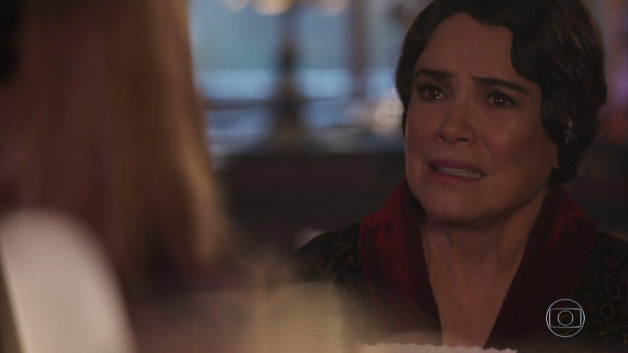 Eva conta a Lucerne que Cecília morreu