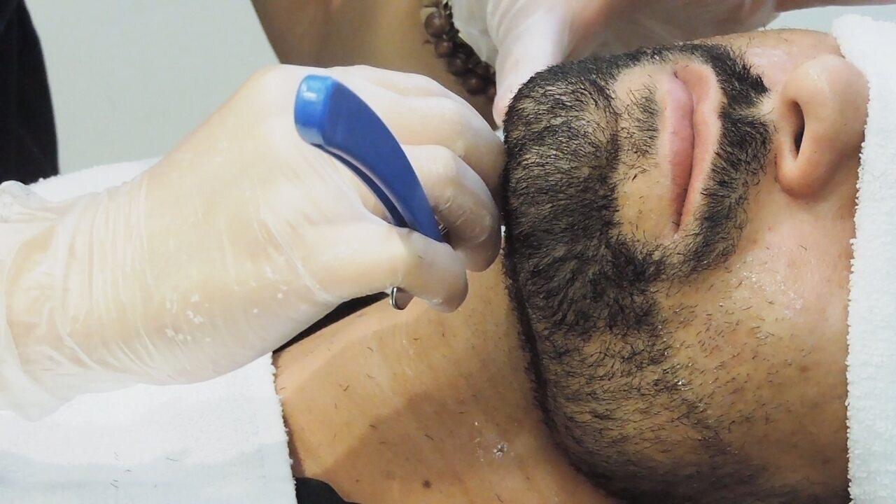 Jovem invade mundo das barbearias e fala de preconceito que sofreu na profissão