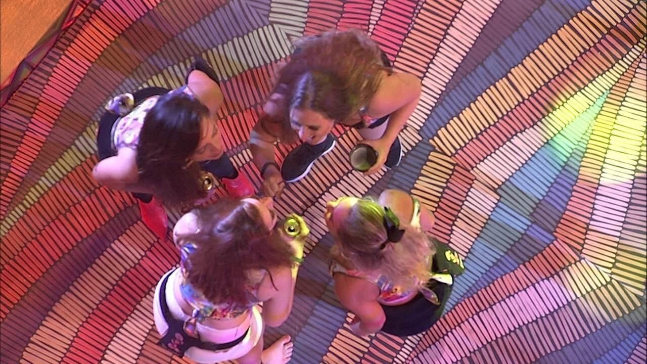 Sisters cantam '10%' de Maiara e Maraisa