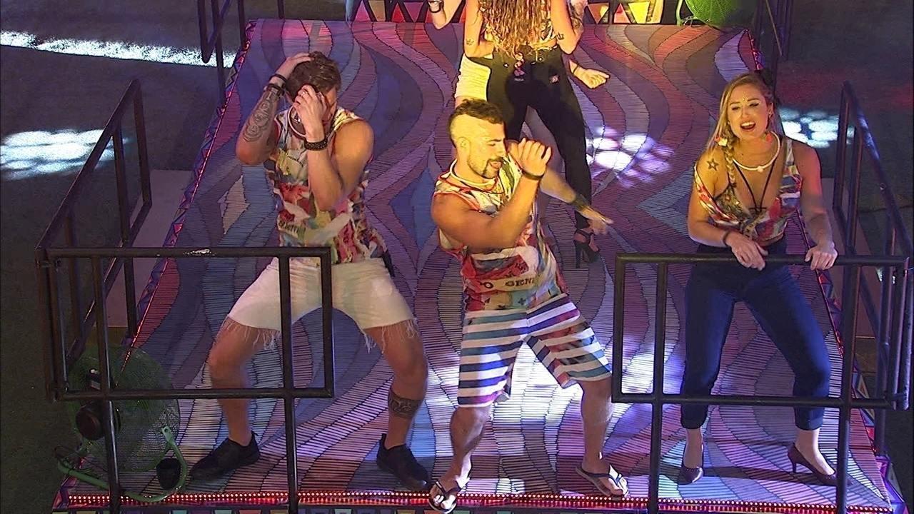 Breno, Kaysar e Jéssica sensualizam na pista de dança