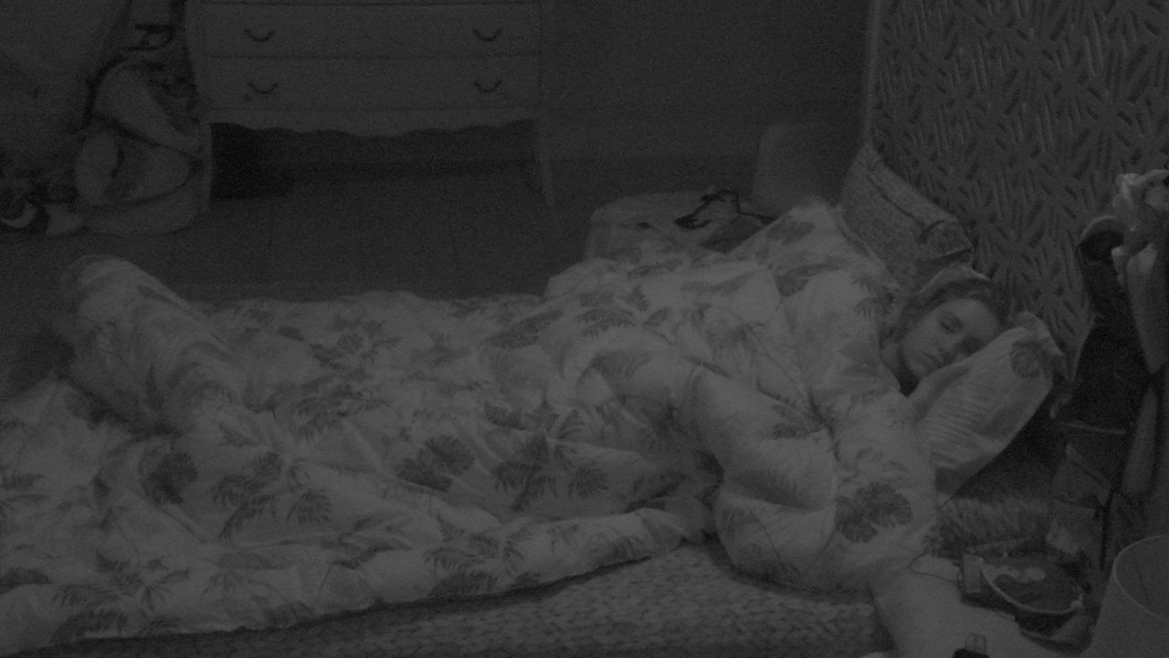 Jéssica dorme no Quarto Tropical