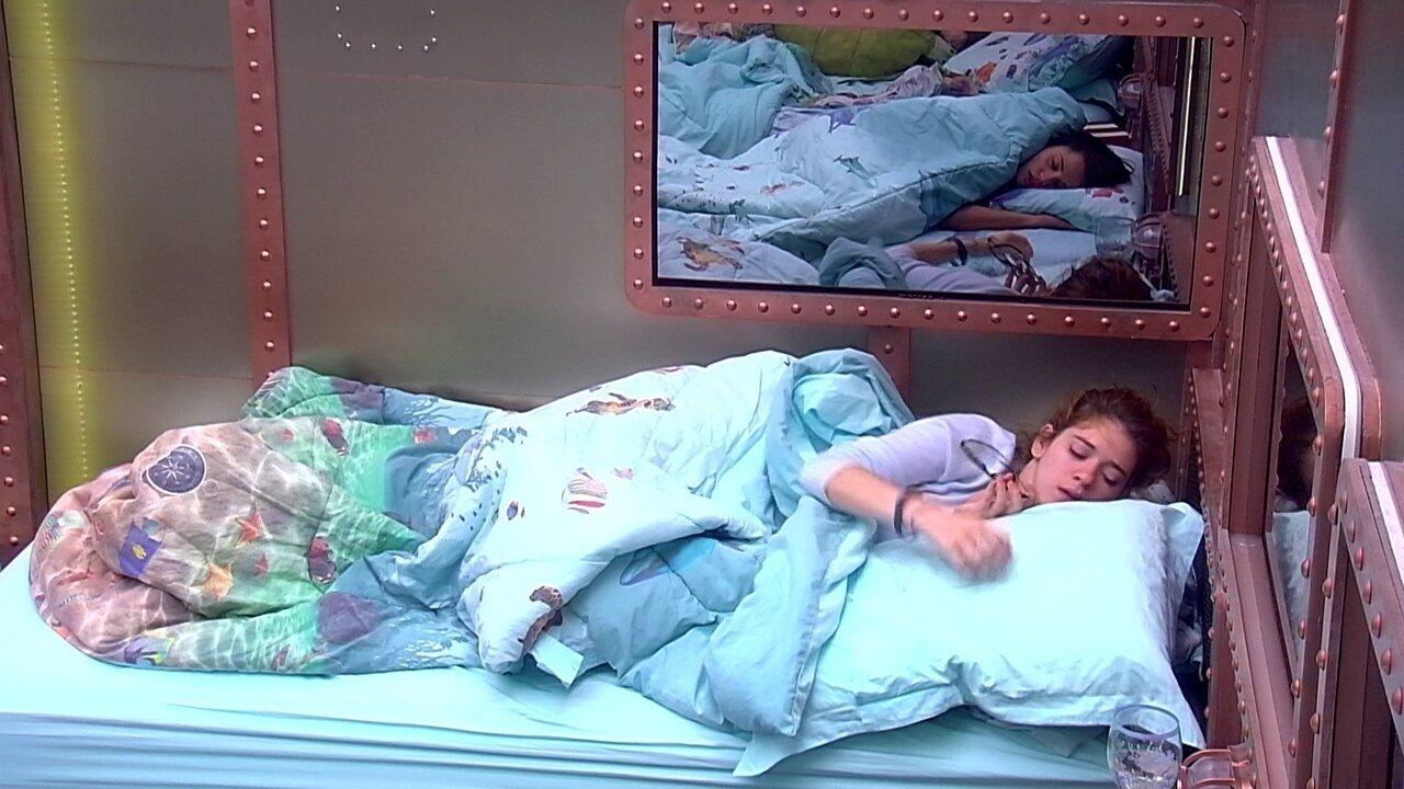 Ana Clara volta a dormir no Quarto Submarino