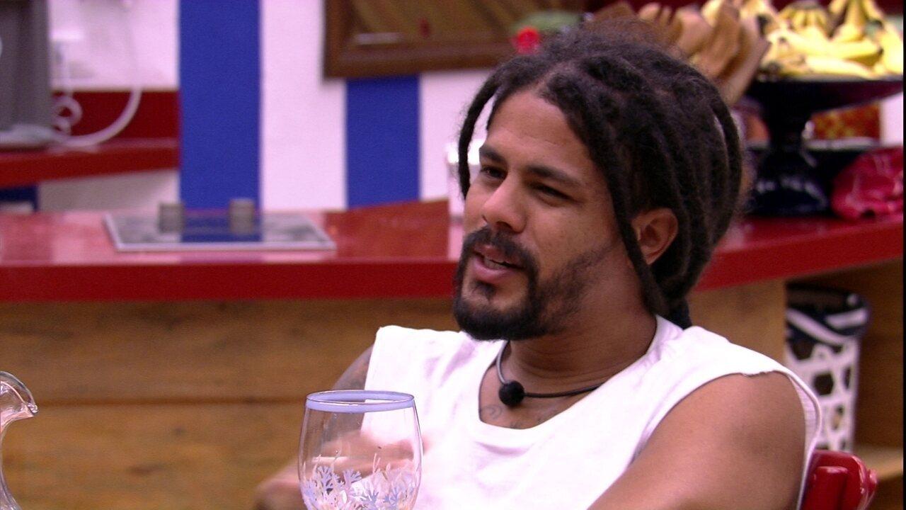 Viegas lembra de um show do grupo O Rappa: 'Abracei Falcão'