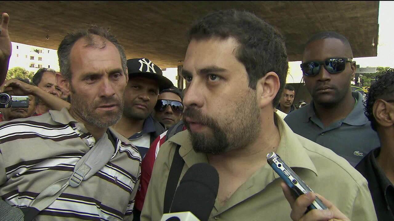 PSOL lança Guilherme Boulos pré-candidato à presidência
