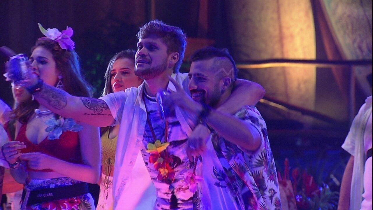 Confinados curtem show de Anavitória na Festa Havaí do BBB18
