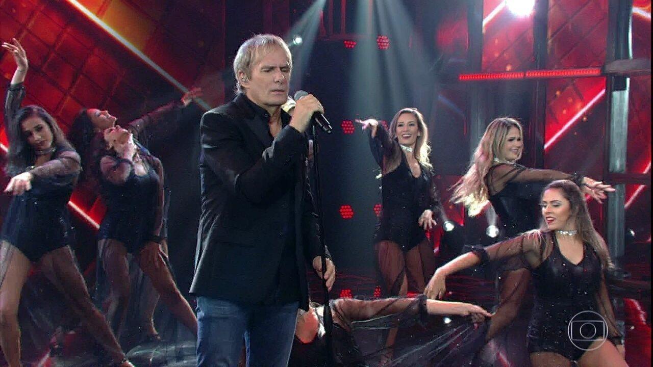 Michael Bolton anima ao cantar  'When a Man Loves a Woman'
