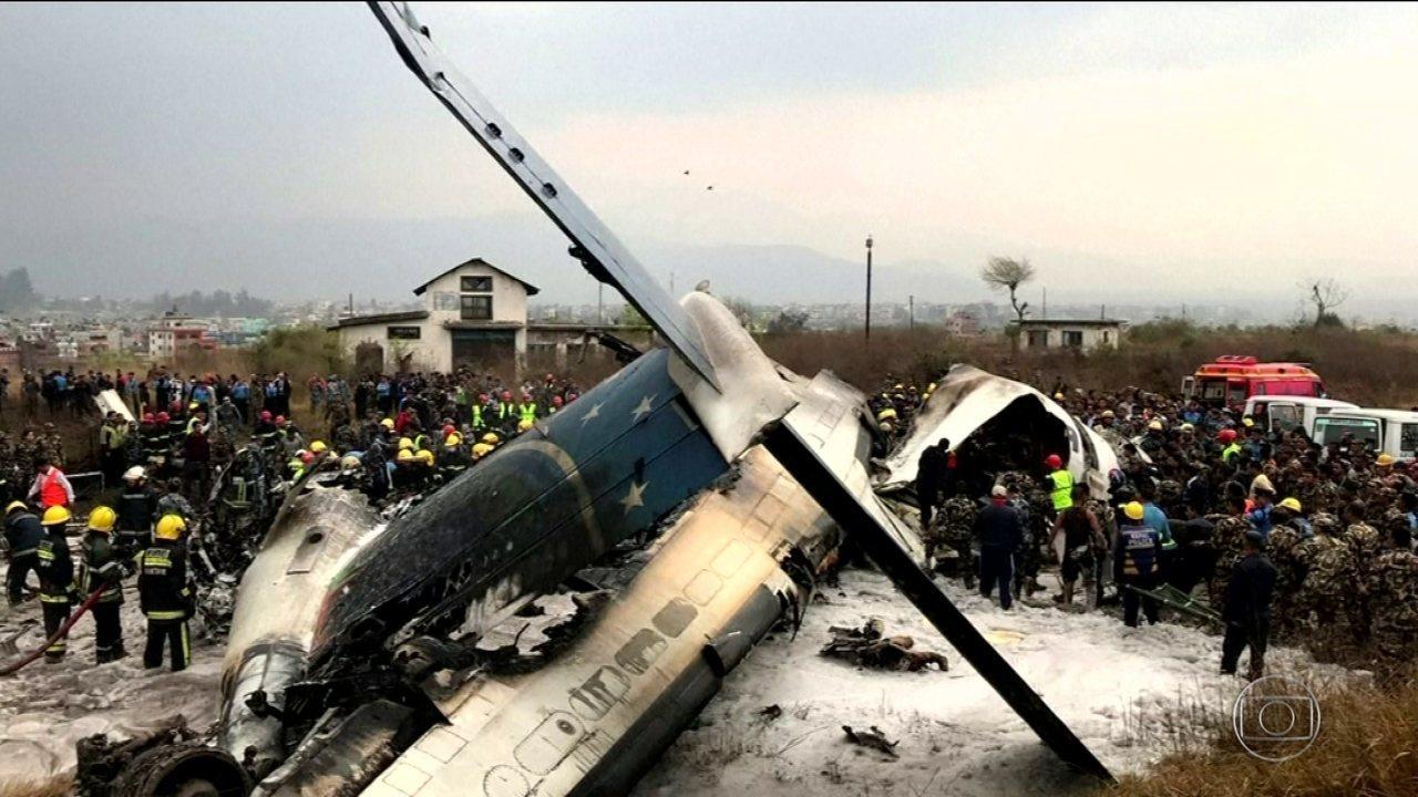 Avião cai em aeroporto do Nepal com mais de 70 pessoas a bordo