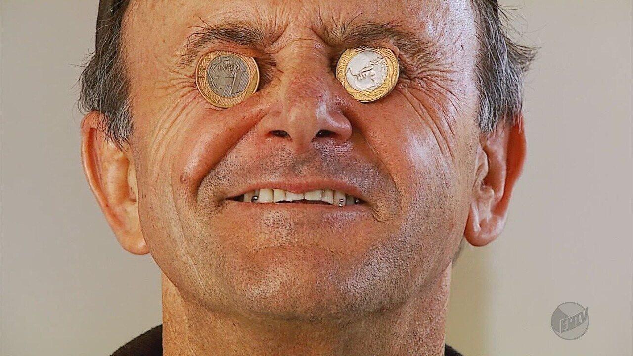 Resultado de imagem para mulher juntando moedas
