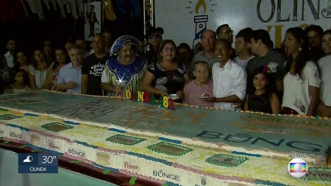 Recife e Olinda celebram aniversário com corte de bolo