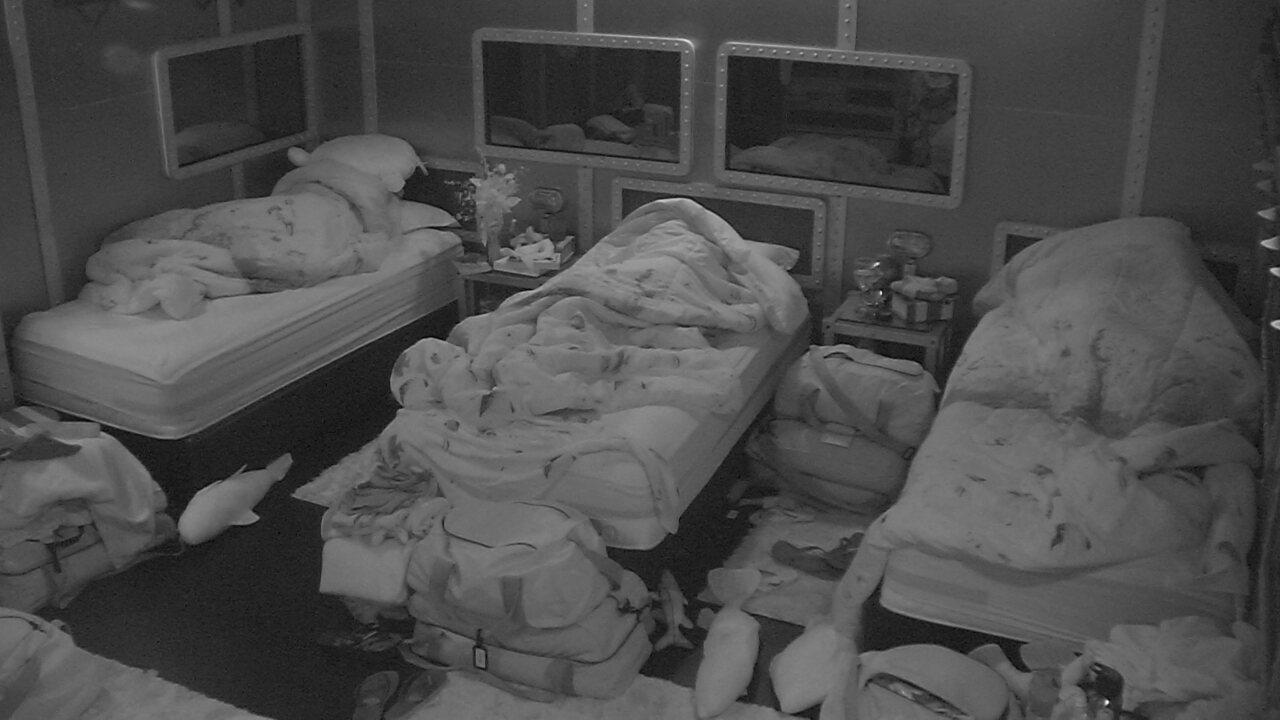 Patrícia, Kaysar, Ayrton, Ana Clara e Diego dormem no Quarto Submarino