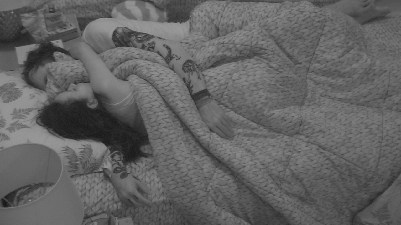 Gleici e Wagner dormem juntos no Quarto Tropical