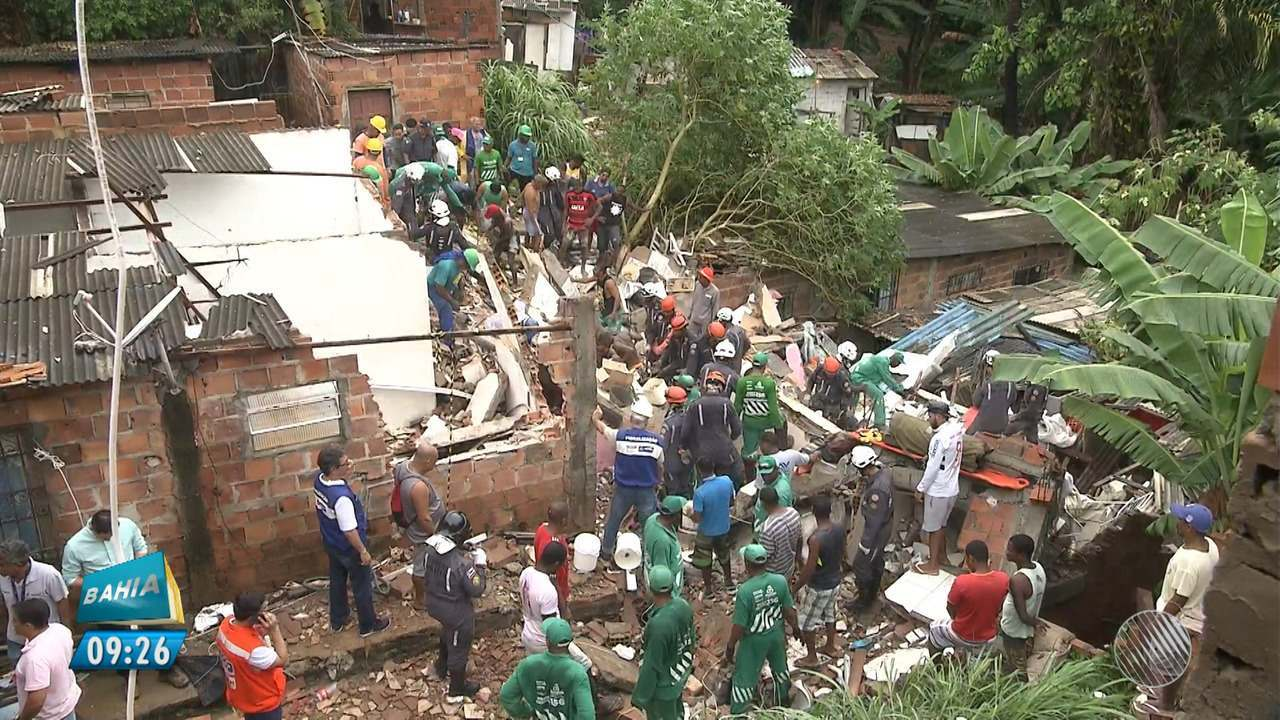 Boletim BMD: três pessoas são procuradas em escombros de desabamento de prédio