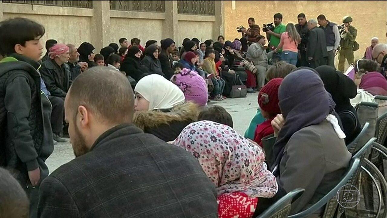 Doentes e feridos começam a deixar Goutha Oriental, na Síria