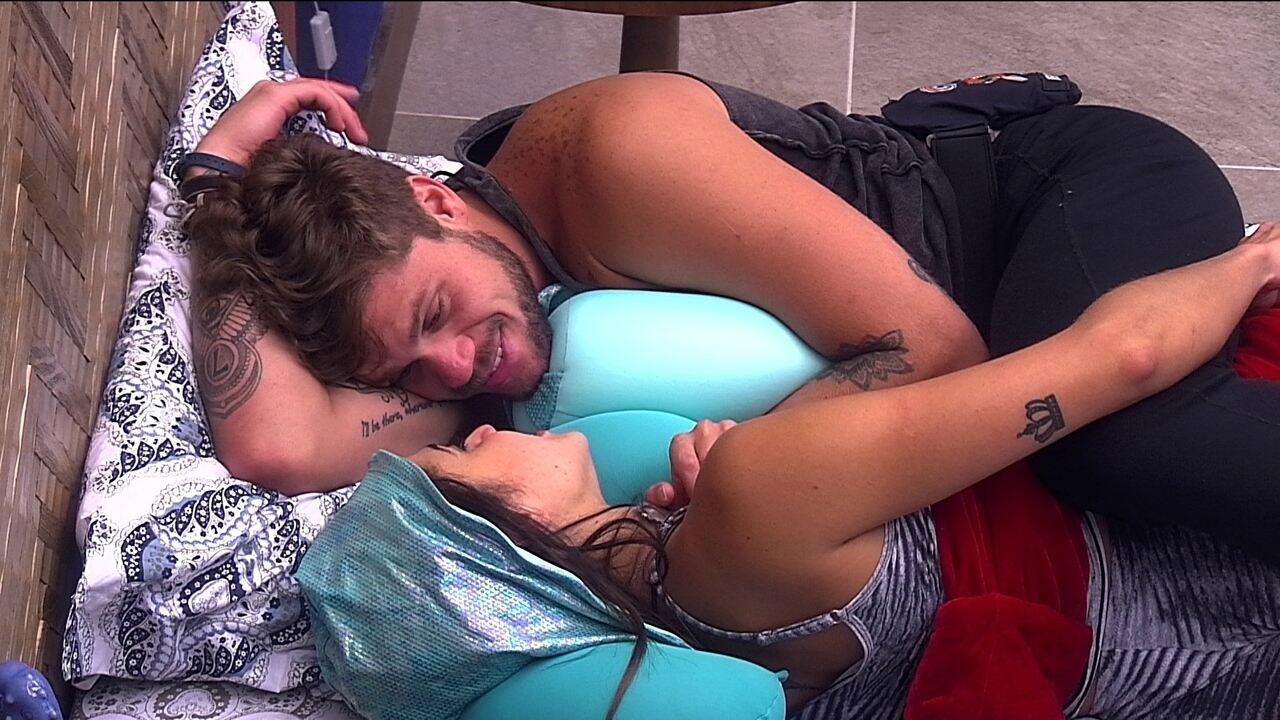 Paula diz a Breno: 'Olha o tempo que perdi. Era para estar beijando há muito tempo'