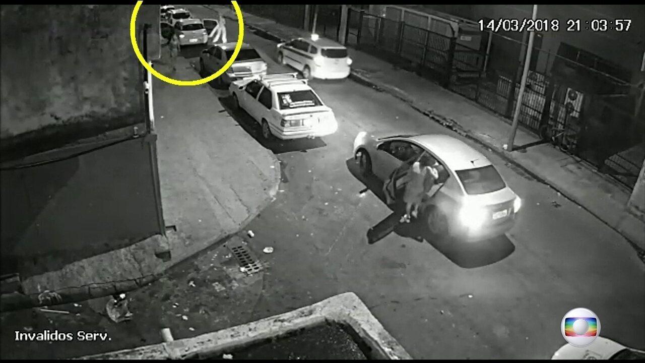 Carro suspeito de ter sido usado na morte de Marielle é apreendido