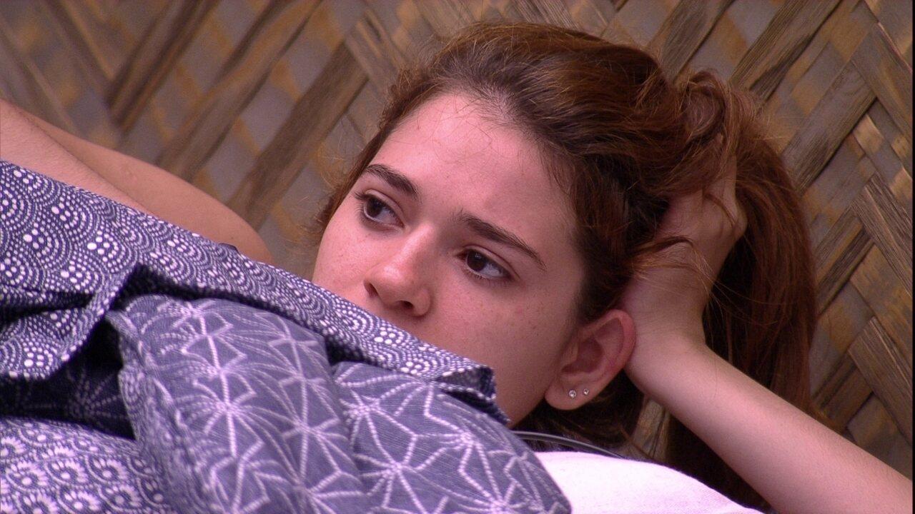 Ana Clara: 'Tô achando a Paula tão estranha, meio ríspida'