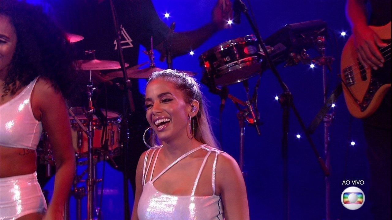 Começa o show de Anitta na Festa Intergaláctica