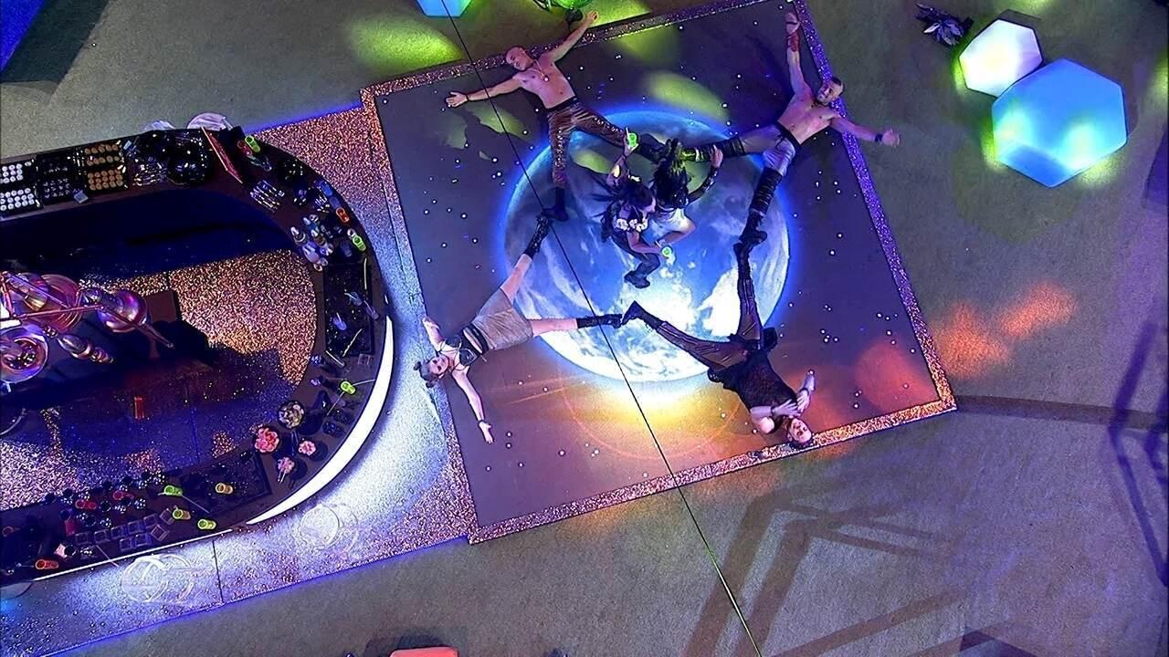 Brothers deitam e fazem estrela na pista de dança