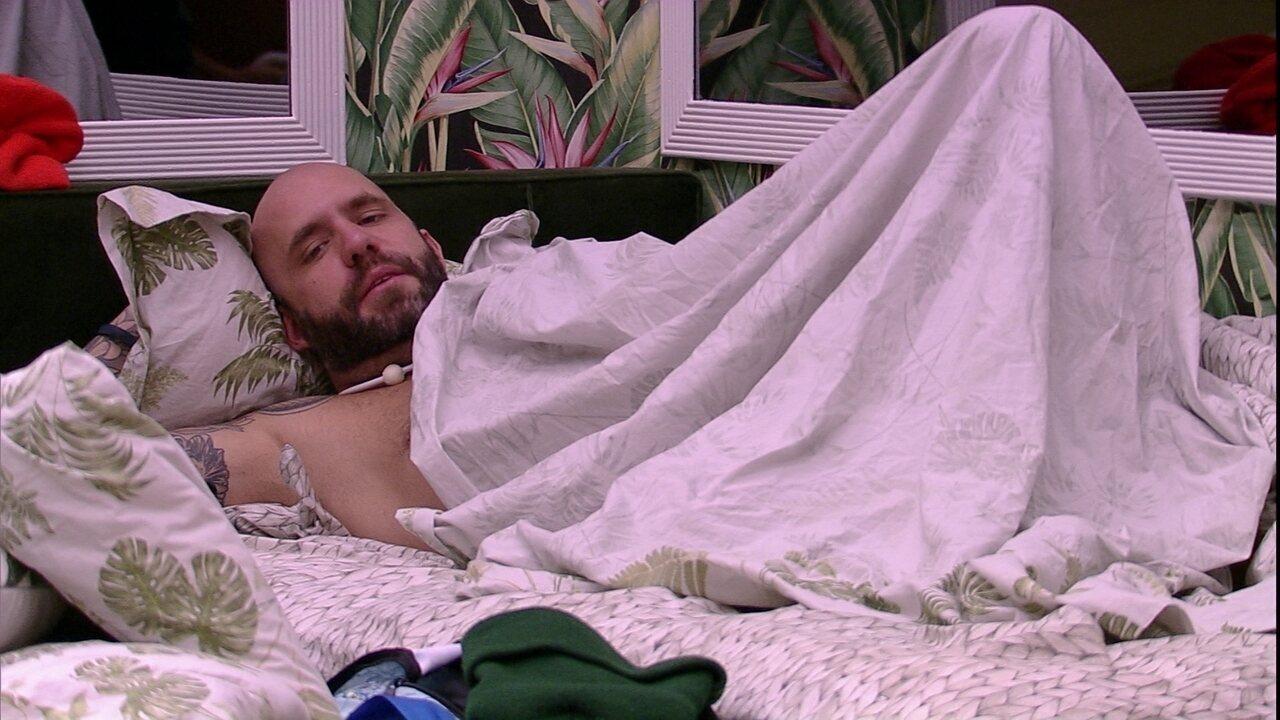 Jéssica pergunta se Wagner vai dormir com Gleici e Caruso responde: 'Agora ele mora lá'