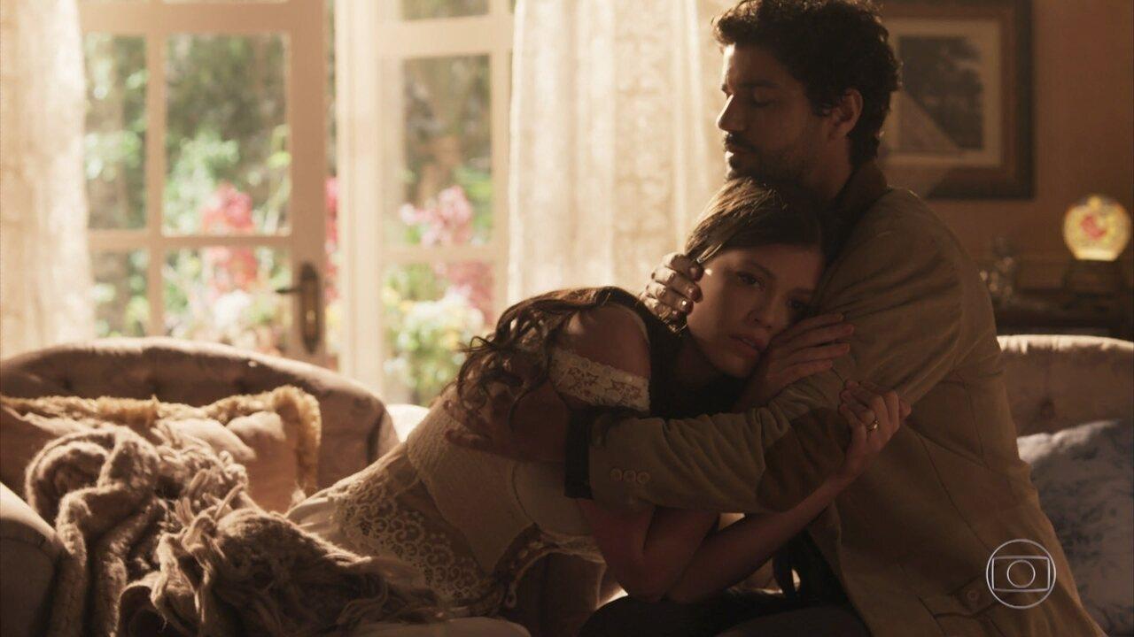 Inácio consola Maria Vitória e pede para cuidar dela e de Mariana