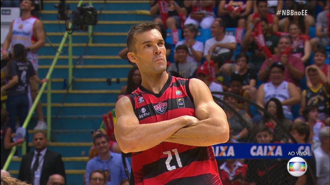 Murilo Becker é o grande campeão do desafio de habilidades no Jogo das Estrelas da NBB
