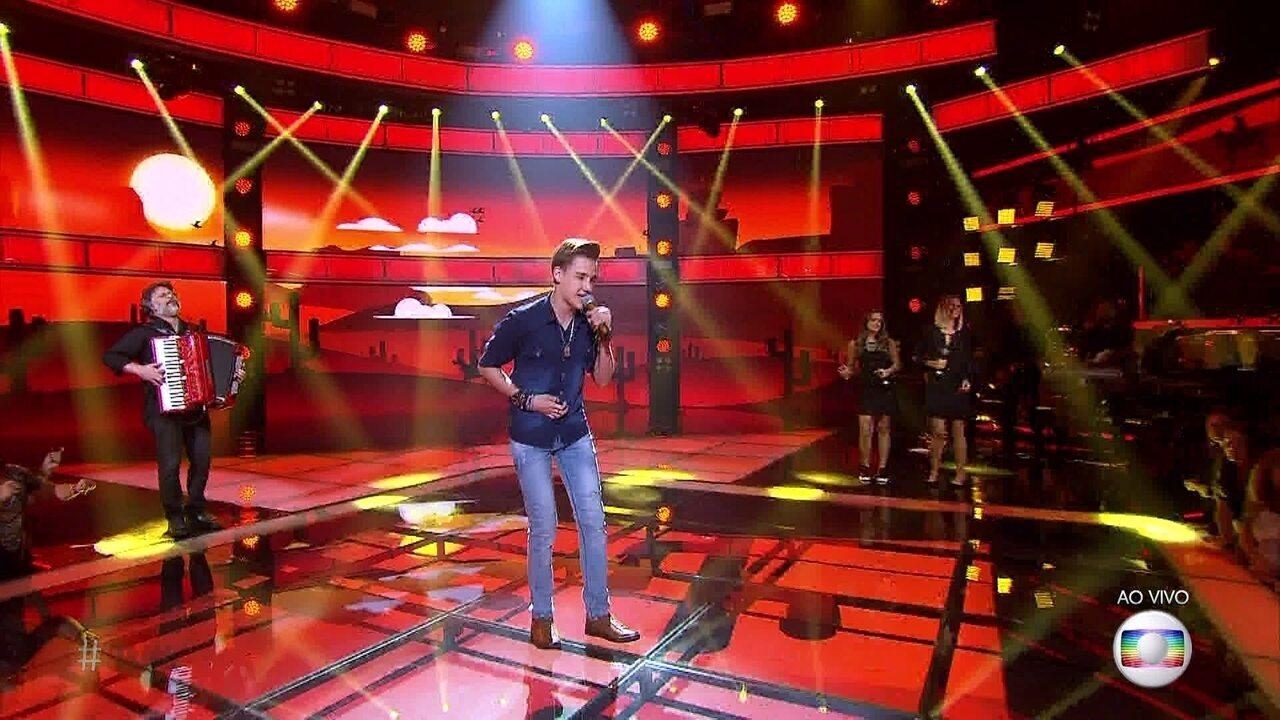 Luis Henrique Schultz canta sucesso de Simone & Simaria