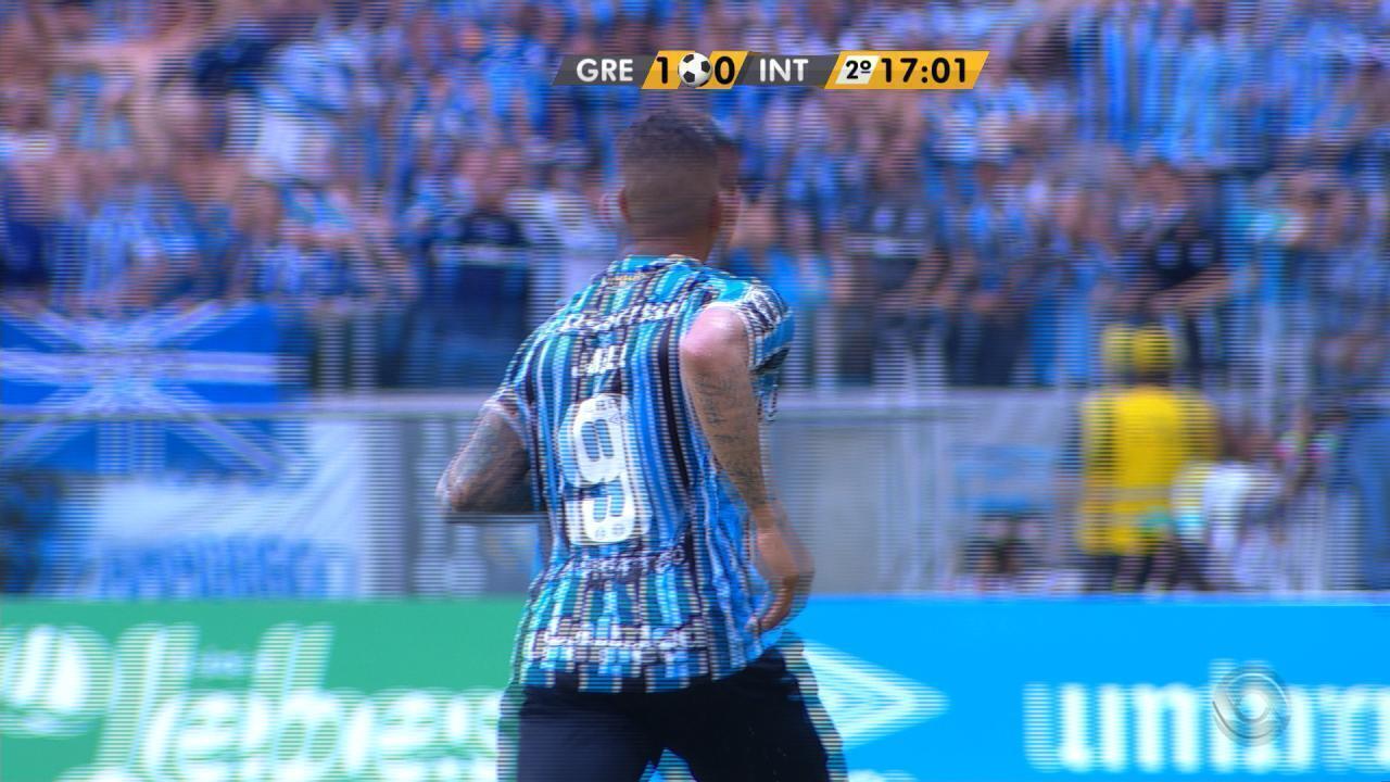 Jael cobra falta com perfeição e marca o segundo do Grêmio