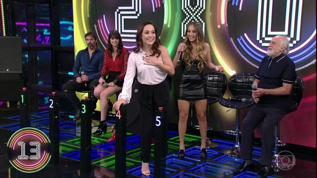 Gabriela Duarte, Bruna Griphao e Ary Fontoura tentam adivinhar a campainha quatro