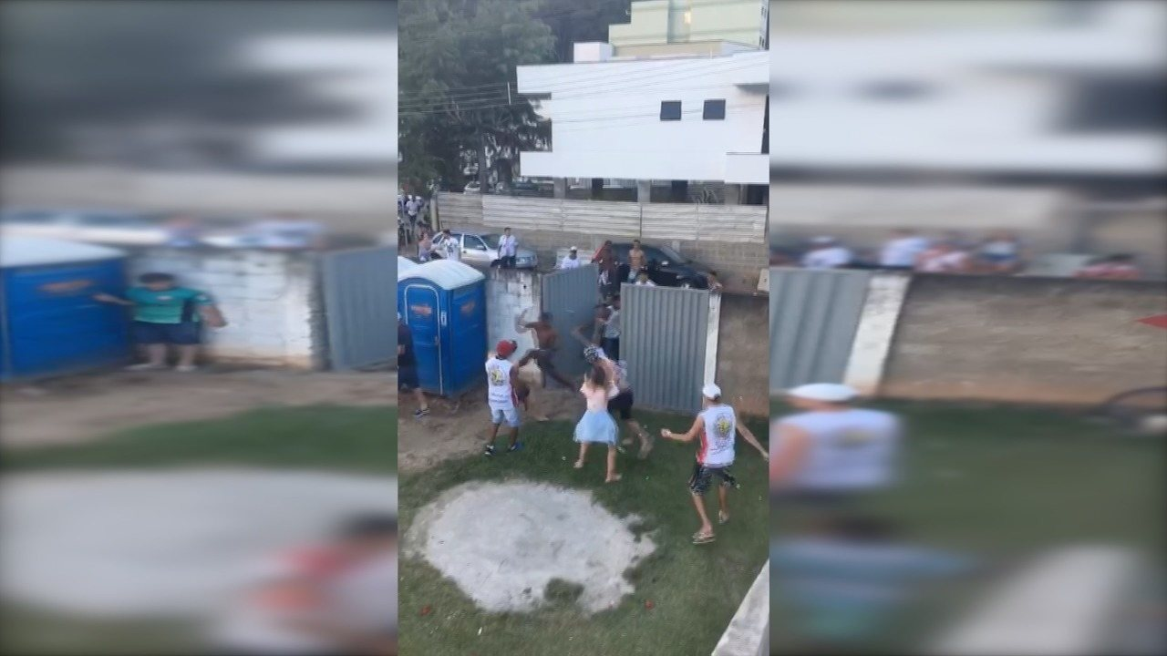 Torcidas de Rio Branco VN e Serra brigam no estádio Olímpio Perim
