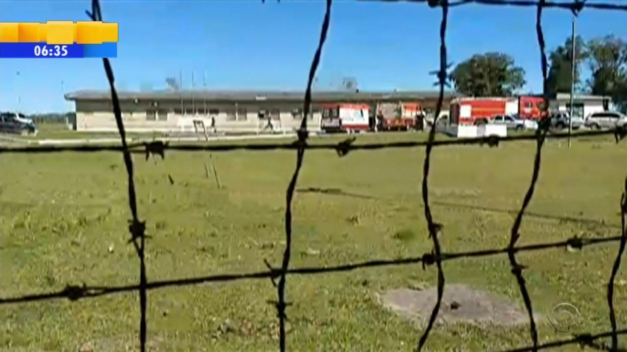 Rebelião no presídio de Dom Pedrito deixa presos feridos em incêndio, diz PM
