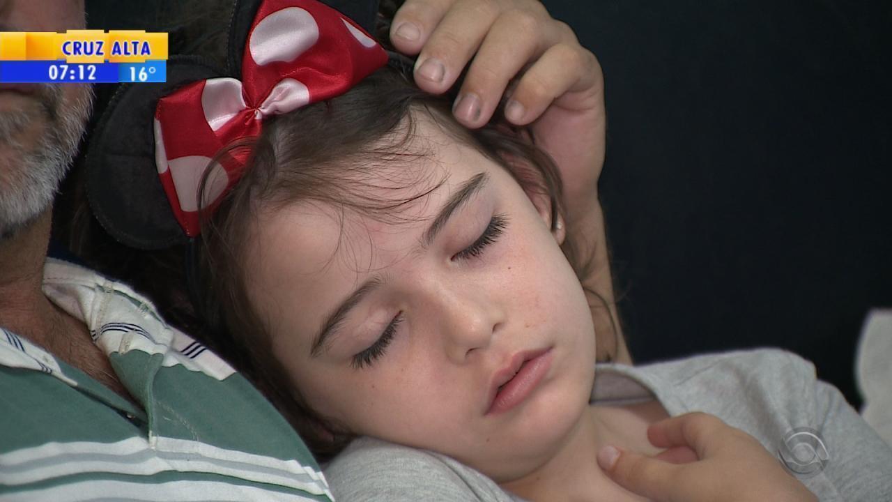 Com síndrome rara, menina usa cannabis para controlar convulsões