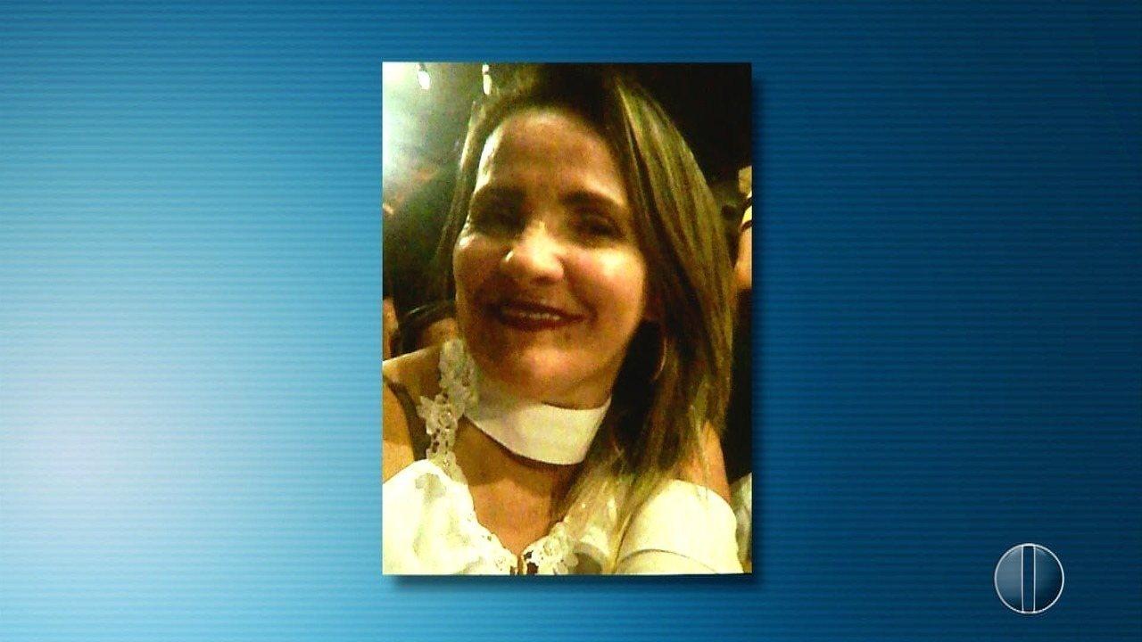 Mulher é morta pelo ex-marido com 14 facadas no meio da rua nesta segunda (19) em Natal