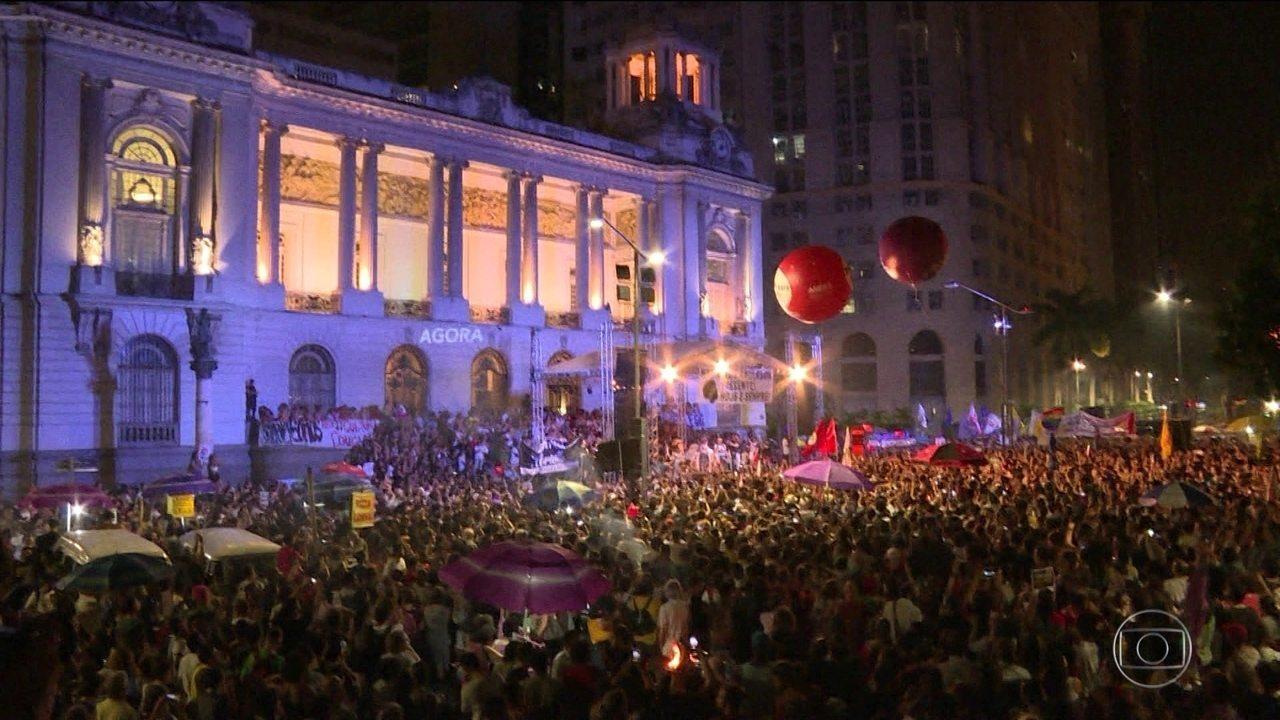 Milhares de pessoas vão às ruas exigir respostas para assassinato de Marielle Franco