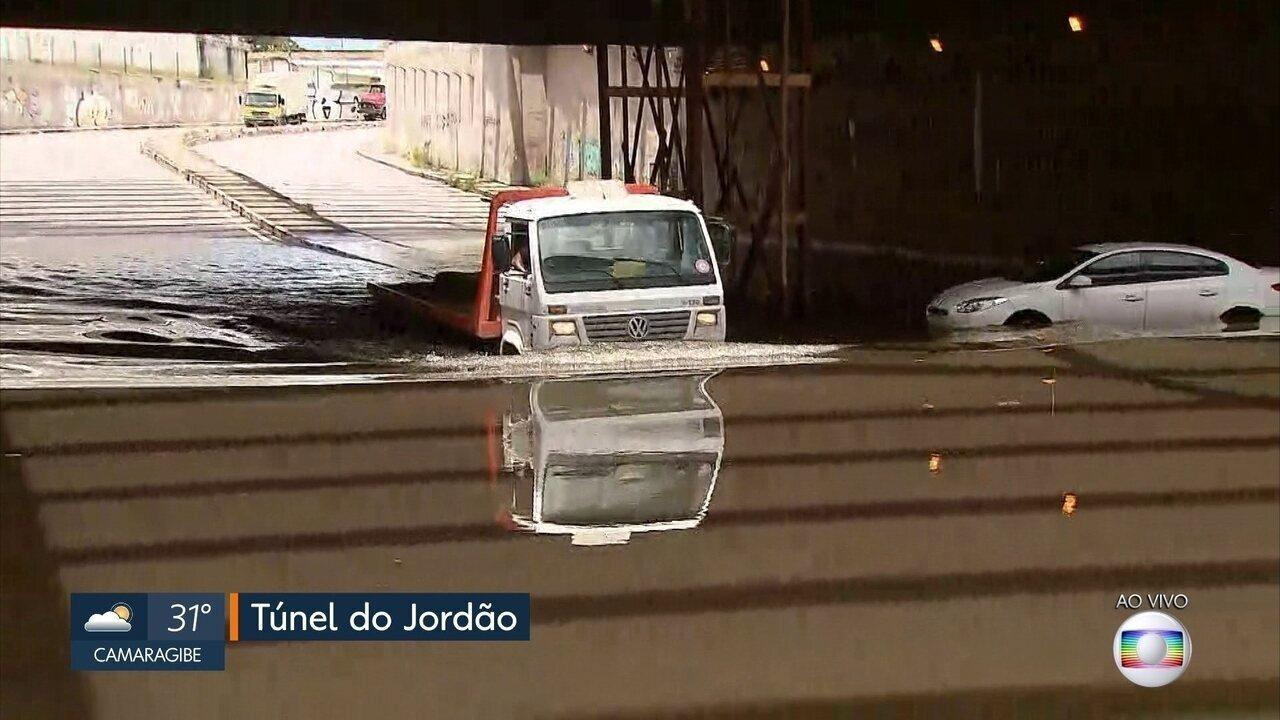 Túnel alagado causa transtornos a motoristas e moradores na Zona Sul do Recife